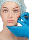 Gezicht vóór plastische chirurgieverrichting stock foto