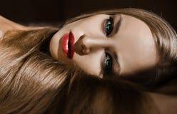 Gezicht van aantrekkelijk meisje met lang blond haar Royalty-vrije Stock Foto's