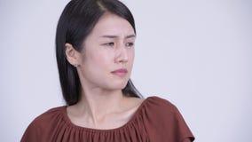 Gezicht van het beklemtoonde Aziatische vrouw weerzinwekkend kijken