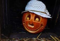 gezicht van het gezicht van Halloween Phumpkin in de duisternisnacht royalty-vrije stock fotografie