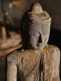 Gezicht van het houten standbeeld van Boedha Stock Foto