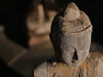 Gezicht van het houten standbeeld van Boedha Stock Foto's