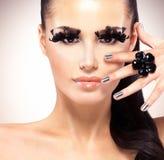 Gezicht van mooie maniervrouw met zwarte valse wimpers Stock Foto