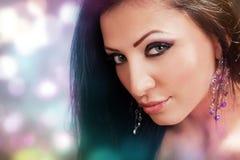 Gezicht van mooie vrouw met kleurrijke samenstelling Stock Afbeeldingen