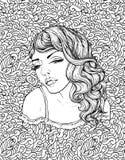 Gezicht van vrij elegant bohomeisje op krabbelachtergrond Mooi golvend krullend haar en pouty lippen Royalty-vrije Stock Fotografie