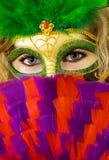 Gezicht van vrouw in masker met ventilator Stock Foto