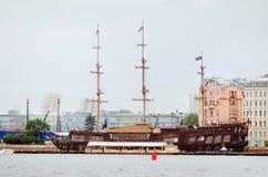 Gezichten van St Petersburg Mooi oud schip stock foto