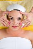 Gezichts massage bij kuuroord Stock Foto's