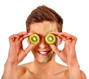 Gezichtsmensenmasker van vruchten en klei Toegepaste gezichtsmodder Royalty-vrije Stock Foto's