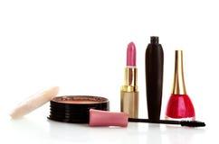 Gezichtspoeder, mascara, lippenstift en nagellak Royalty-vrije Stock Afbeeldingen