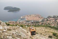 Gezichtspunt bij kabelwagenpost met een panorama van Oude Stad in Dubrovnik, Kroatië Stock Afbeelding