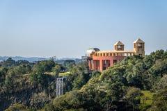 Gezichtspunt en waterval bij Tangua-Park - Curitiba, Brazilië Stock Fotografie