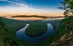 Gezichtspunt Maj, Vltava-meander van de rivier de hoefijzervorm Stock Afbeeldingen