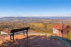 Gezichtspunt over heuvels van Langhe in Italië Stock Afbeelding