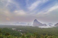 Gezichtspunt in Sa Ontmoete Nang zij in de baai van Phang Nga, Thailand stock foto