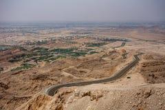 Gezichtspunt van verdraaide weg op aka Jebel Hafit van Jebal Hafeet in Al Ain, de V.A.E stock fotografie