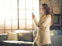 Gezien in profiel, een donkerbruine vrouw Royalty-vrije Stock Foto