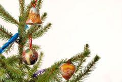 Gezierter Baum mit Weihnachtsedelsteinen Stockbild
