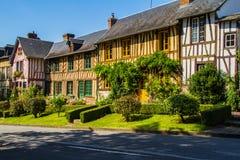 Gezimmerte Häuser in Normandie lizenzfreie stockbilder