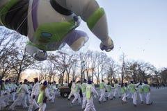 Gezoem Licht jaar in de Parade van Macy van 2013 Stock Foto's