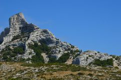 Gezoem op de bergen rond Marseille stock foto's