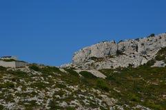 Gezoem op de bergen rond Marseille stock afbeelding