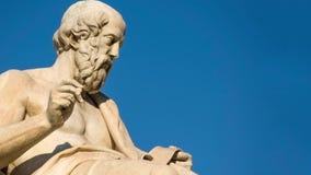 Gezoem uit het standbeeld van de Griekse filosoof Plato stock video