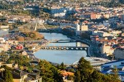 Gezoemde mening van Lerez-rivier in de stad van Pontevedra in Galicië Spanje vanuit een opgeheven gezichtspunt royalty-vrije stock fotografie