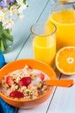 Gezond continentaal ontbijt op lijst royalty-vrije stock afbeelding