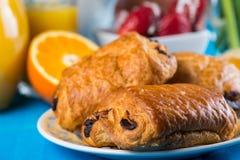 Gezond continentaal ontbijt op lijst stock fotografie