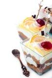 Gezond dessert met romige gelaagde yoghurt stock afbeeldingen