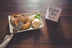 Gezond die ontbijt met liefde wordt voorbereid Stock Afbeelding
