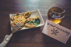 Gezond die ontbijt met liefde wordt voorbereid Stock Foto