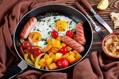 Gezond geplaatst ontbijt: pompoen, eieren, worsten royalty-vrije stock foto