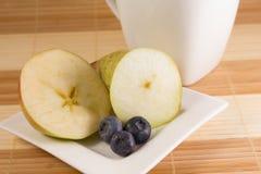 Gezond groen en purper ontbijt Royalty-vrije Stock Afbeelding