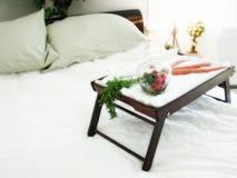 Gezond Ontbijt in Bed Royalty-vrije Stock Foto's