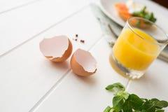 Gezond ontbijt met gestroopte eieren Royalty-vrije Stock Foto