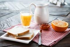 Gezond ontbijt op de lijst stock fotografie