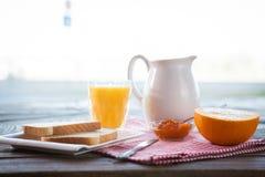 Gezond ontbijt op de lijst royalty-vrije stock foto