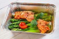Gezond voedsel in doos, dieetconcept stock afbeelding