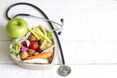 Gezond voedsel in het abstracte concept van het hartdieet