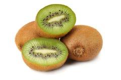 Gezond voedsel Het fruit van de kiwi dat op witte achtergrond wordt geïsoleerdd stock foto