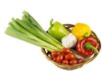 Gezond voedsel in mand Stock Fotografie