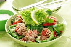 Gezond voedsel, salade met tonijn Stock Foto's