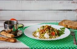 Gezond voedsel van ontkiemde graangewas en kaas Stock Foto's
