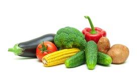 Gezond voedsel: verse die groenten op witte achtergrond worden geïsoleerd Stock Afbeeldingen