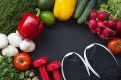 Gezond voedselconcept Gezonde voedselachtergrond met verse groenten en ingrediënten voor het koken Hoogste mening stock foto's
