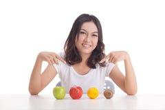 Gezonde Aziatische vrouw met vruchten Royalty-vrije Stock Foto