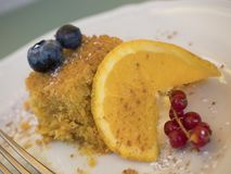 Gezonde cake met vruchten wortelen en amandelen royalty-vrije stock foto