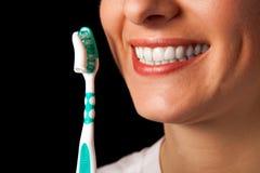 Gezonde de tandenclose-up van de vrouw op zwarte Royalty-vrije Stock Foto's